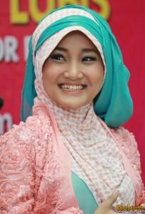 Model Baju Muslim Artis Fatin Terbaru