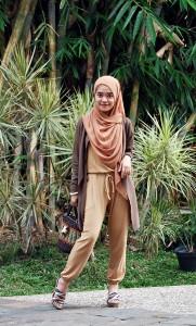 busana-muslim-casual-jumpsuit-181x300